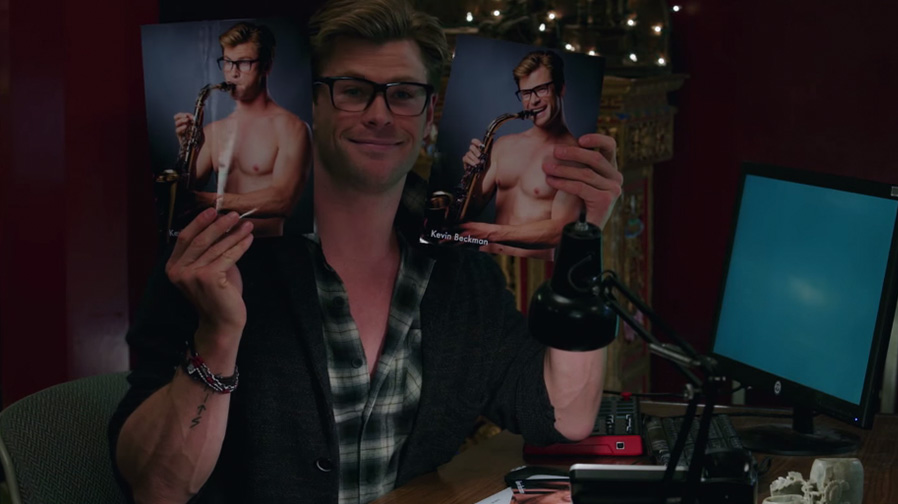Chris Hemsworth makes for an hilarious secretary in 'Ghostbusters'