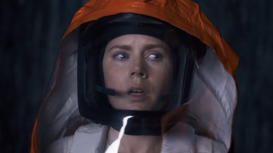 Amy Adams is ready for first contact in 'Arrival'