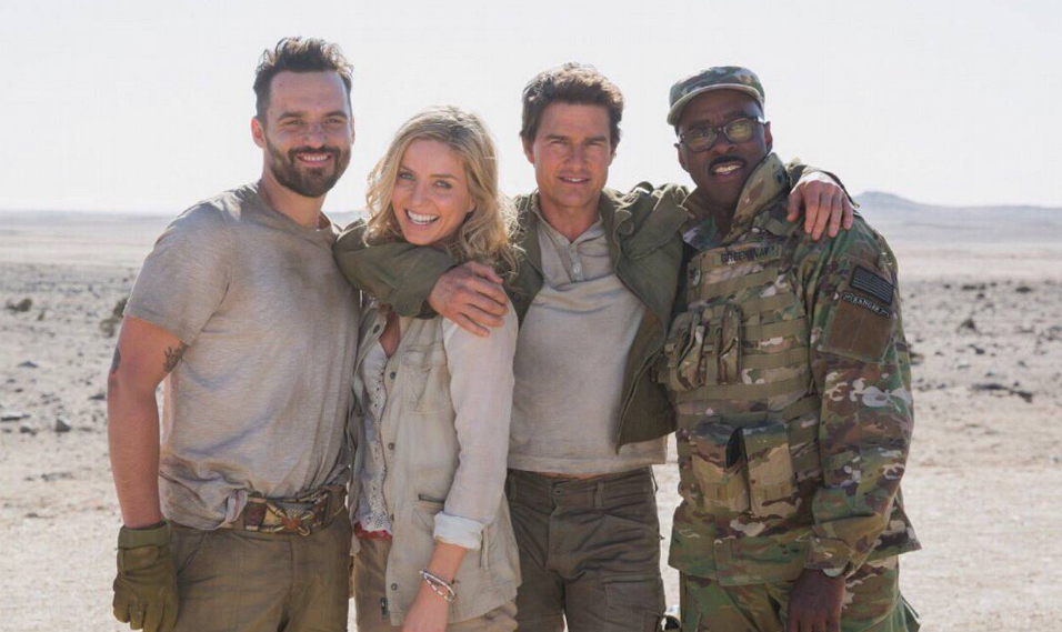'The Mummy' cast snap a pic on set