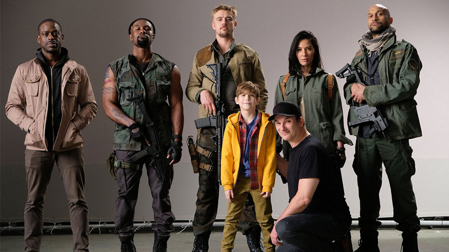 Shane Black shares new look at cast of 'The Predator'
