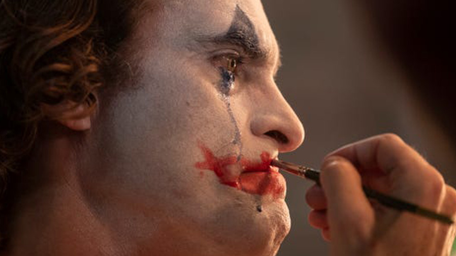 Insanity looms inwards for Joaquin Phoenix in 'Joker'