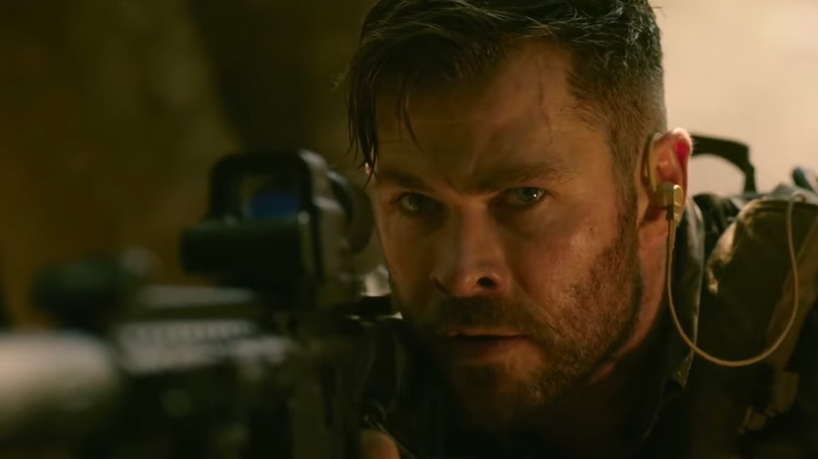 Chris Hemsworth muscles up for 'Extraction'