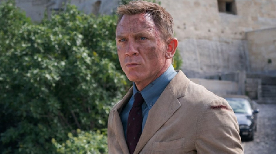 Daniel Craig gives us a new look at 'No Time To Die'