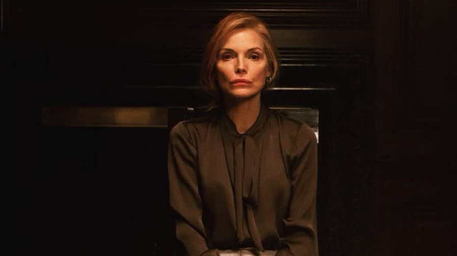 Michelle Pfeiffer casts a hilarious spell in 'French Exit'